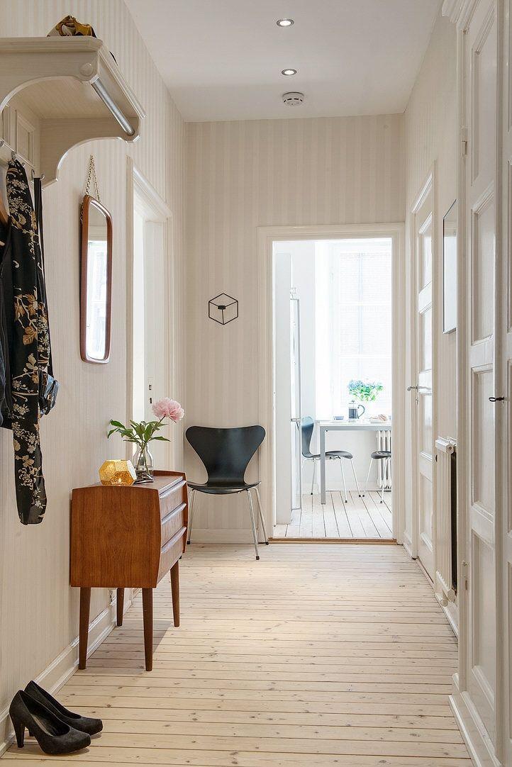 Välkomnande tapetserad hall med spotlights Hallway Pinterest - küche retro stil