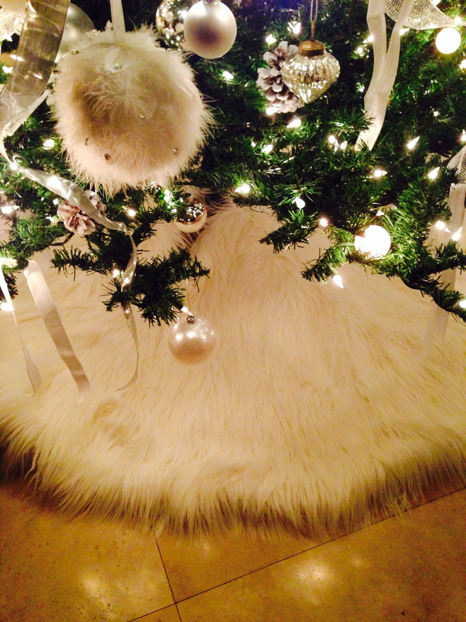 White furry snowy christmas tree skirt | Holiday | Pinterest ...