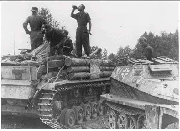 Sd.Kfz. 252 & StuG III