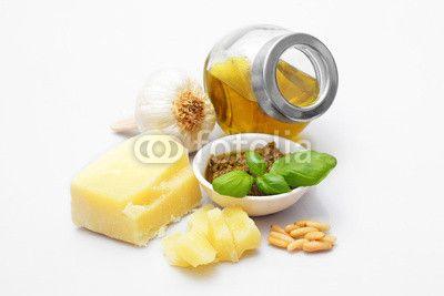Pesto genovese and ingredients - Pesto Genovese und Zutaten