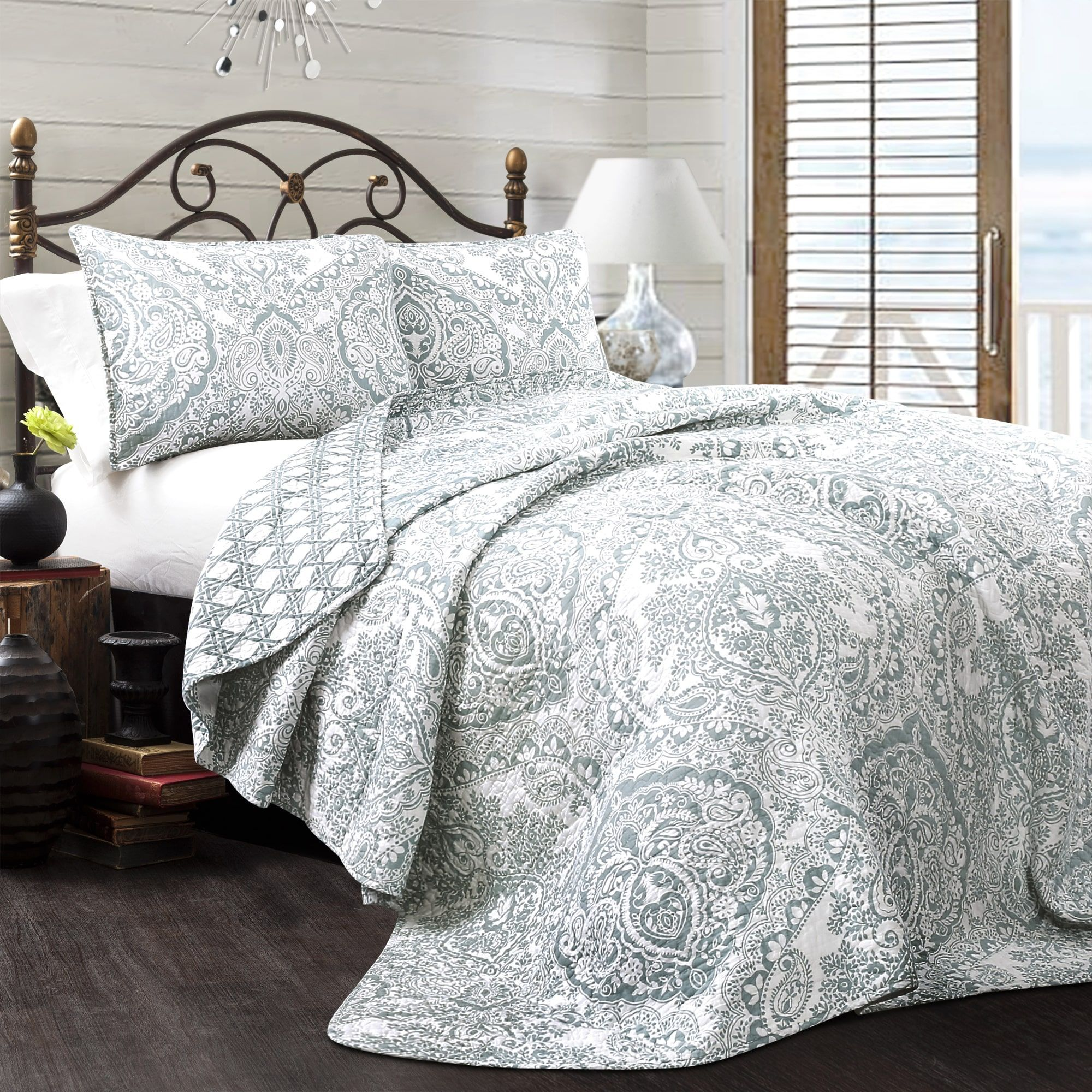 Winchester 5 Piece Queen Bedroom Set: Bedding, Furniture, Electronics, Jewelry