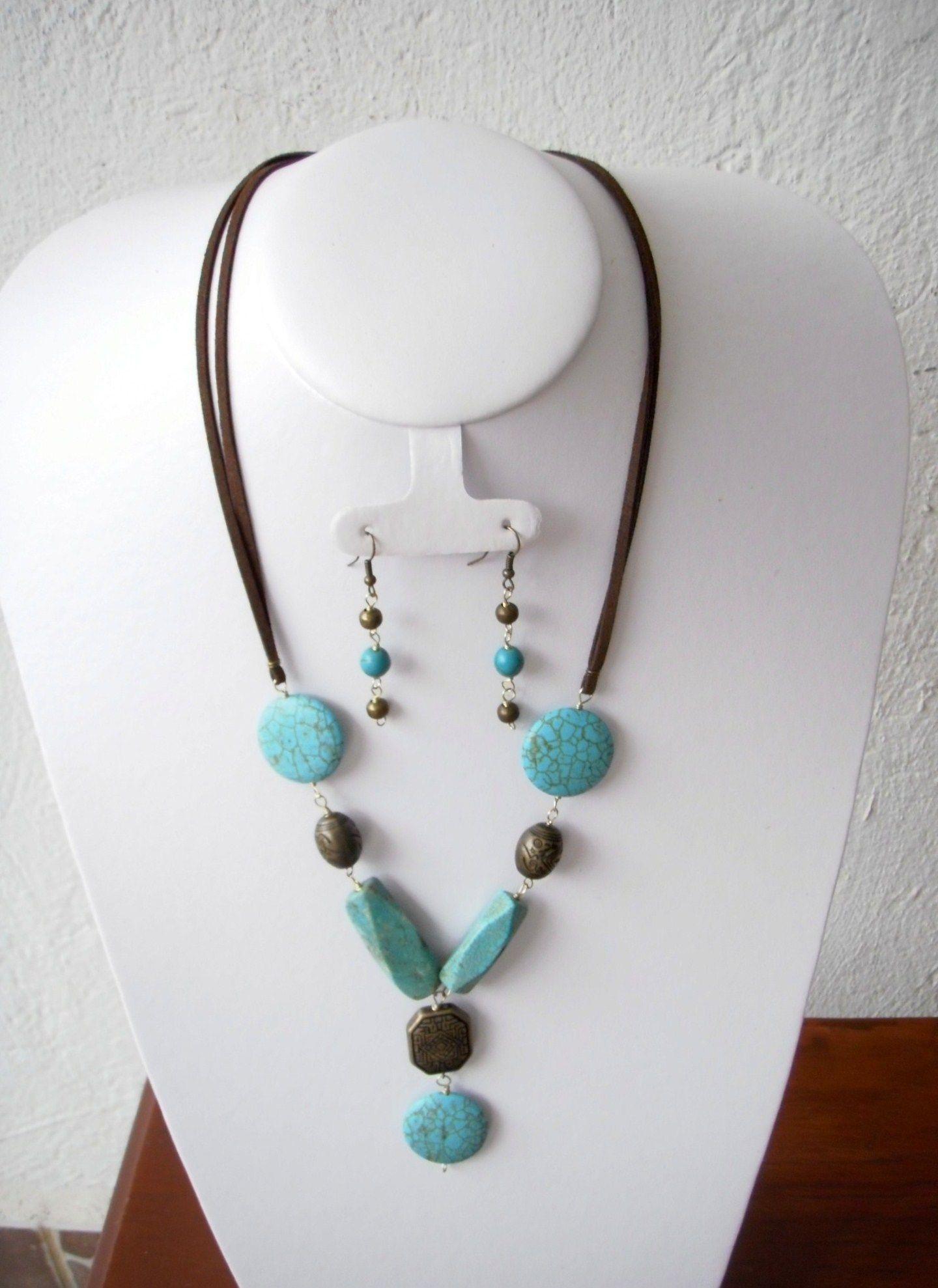 45d3e76375cf  240 Elegante collar de piedras naturales en color turqueza y piezas en  color oro viejo