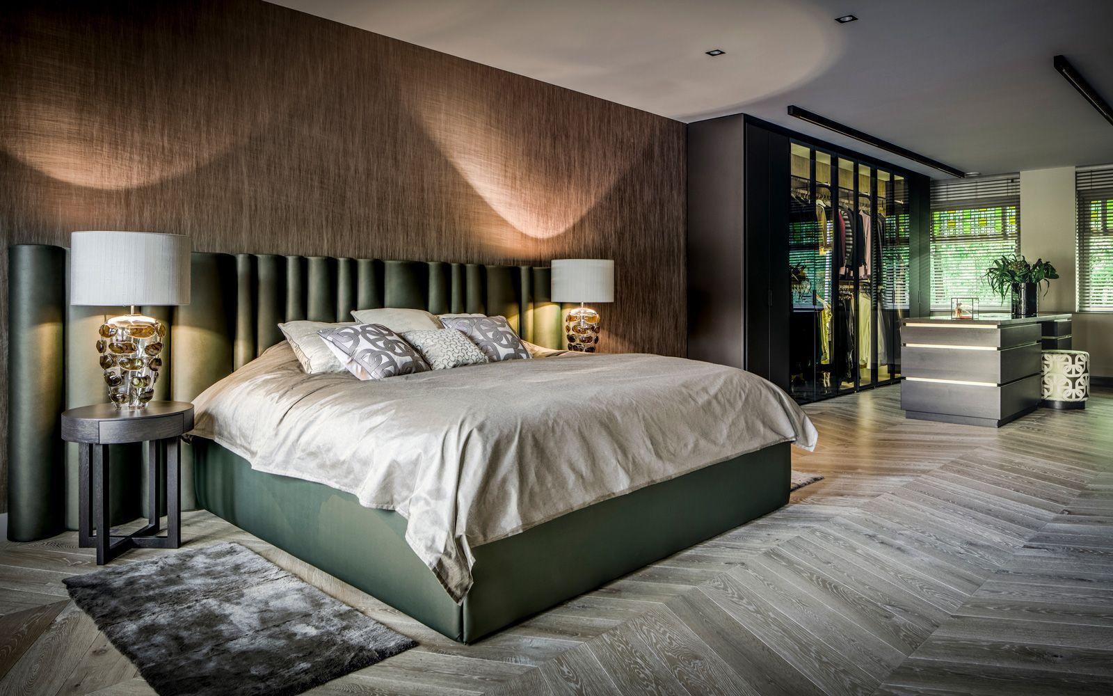 Ruime gezinswoning taupe huisdecoratie en stoffen