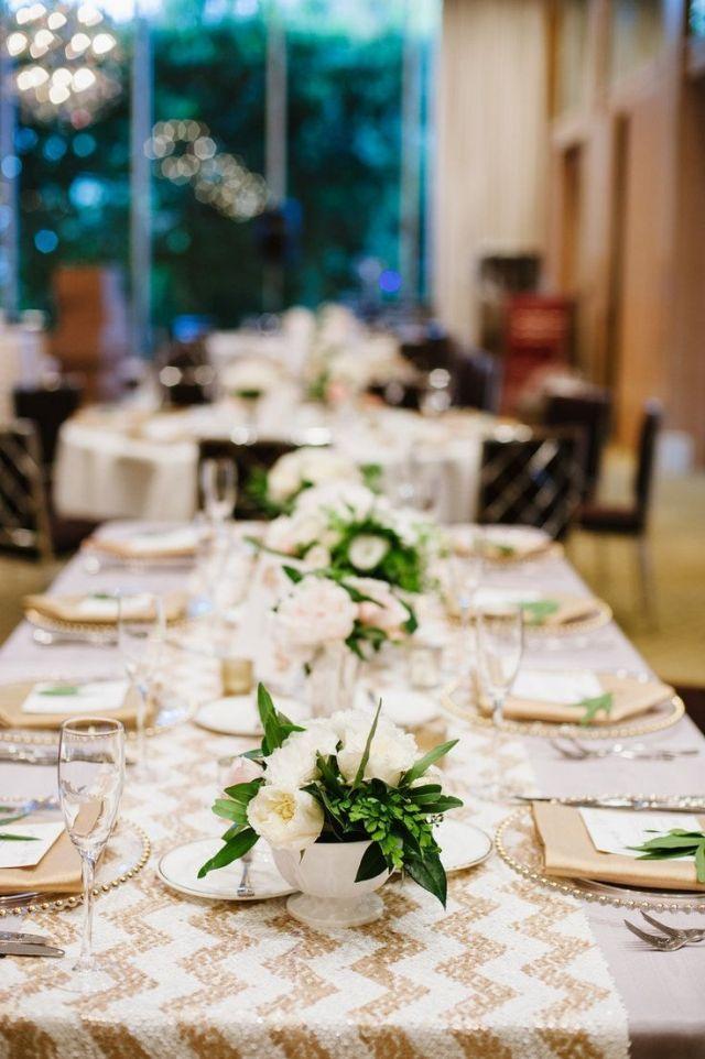 Hochzeit Fruhling Tischdeko Gold Weiss Pfingstrosen Gruen Perlen