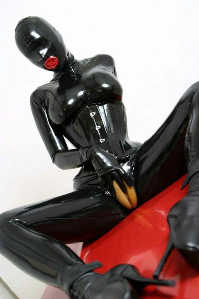 Black mistress strapon