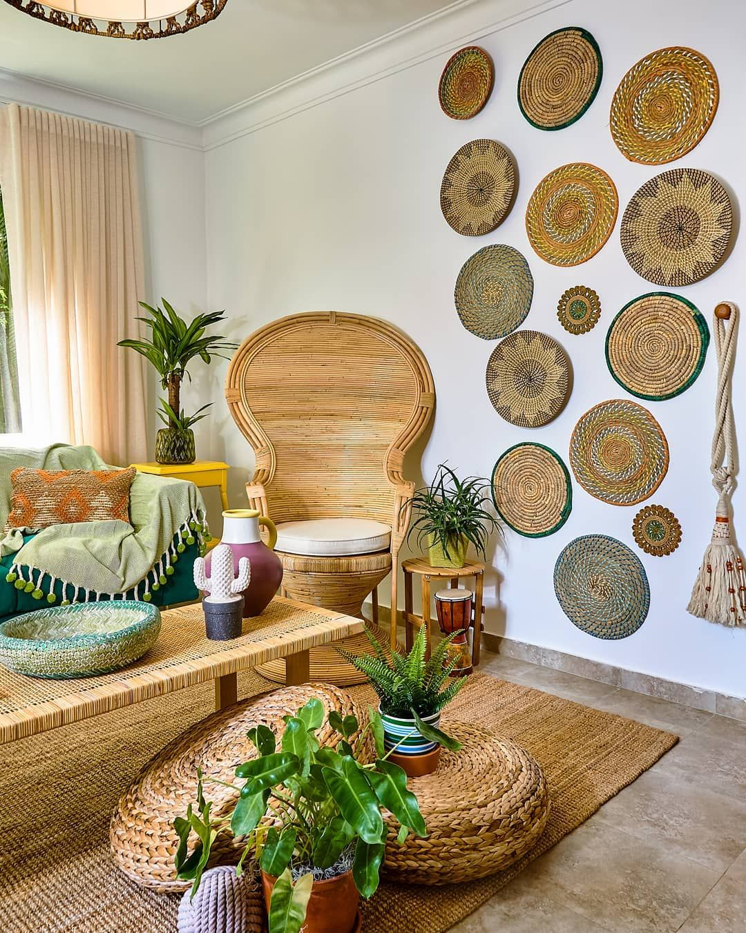 With These Caribbean Decor Ideas You Can Easily Add A Little More Island Flair To Your Family Home N Caribbean Decor Caribbean Interior Design Tropical Decor