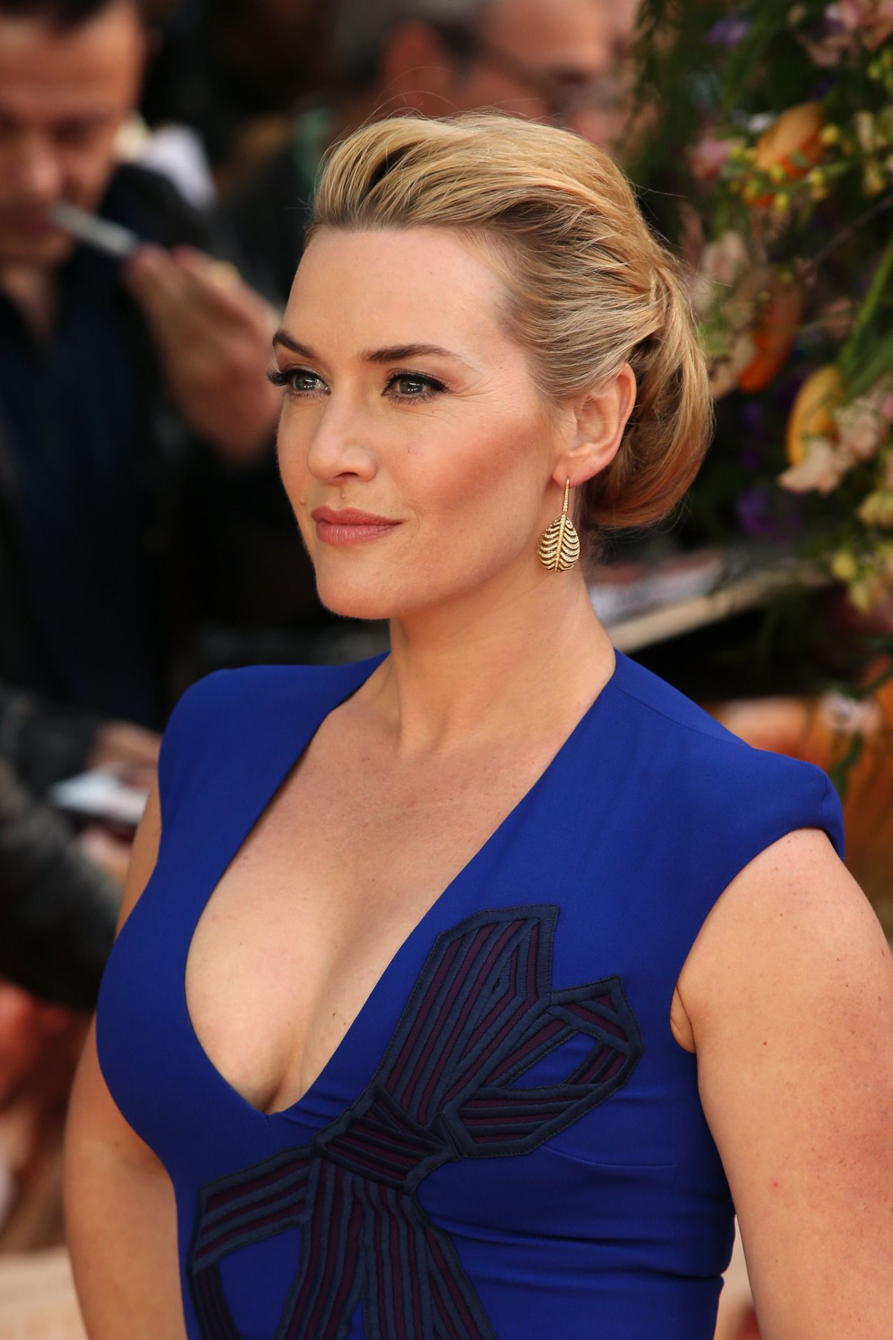 Kate Winslet lovely cleavage in a blue dress at movie ... Kate Winslet