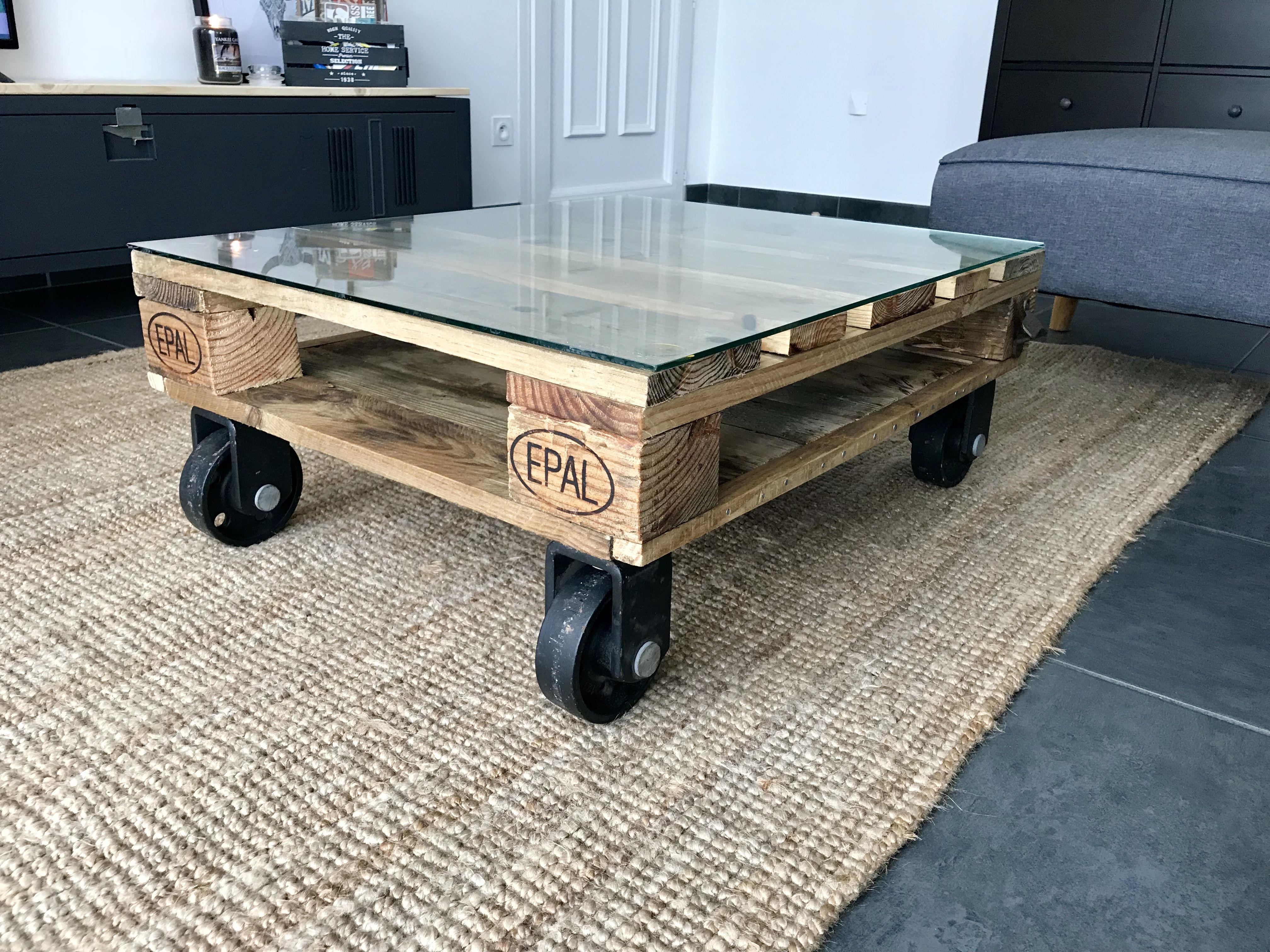 Table Basse Industrielle En Bois Massif Meubles Et Rangements Par Un Loft A La Campagne Table De Salon Deco Maison Table Basse