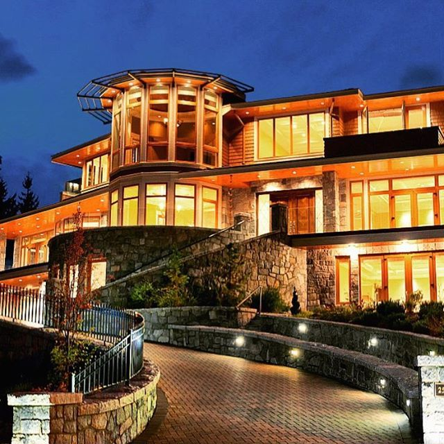 Luxury Lake Houses: $22,000,000 Modern Lake House With A 6 Car Garage And 2