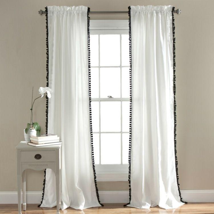 guirlande de pompons en laine noir pour les bordures latrales des voilages blancs - Rideaux Pour Salon Noir Blanc