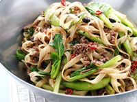 Rice noodles with beef and black bean