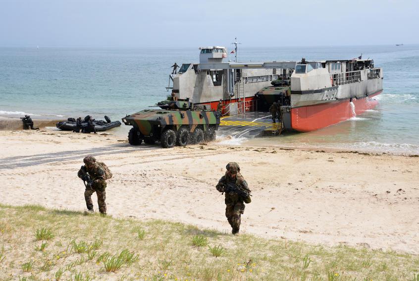 Focus Les Pha Du Type Mistral Mer Et Marine Char Leclerc Marine Nationale Patrouilleur