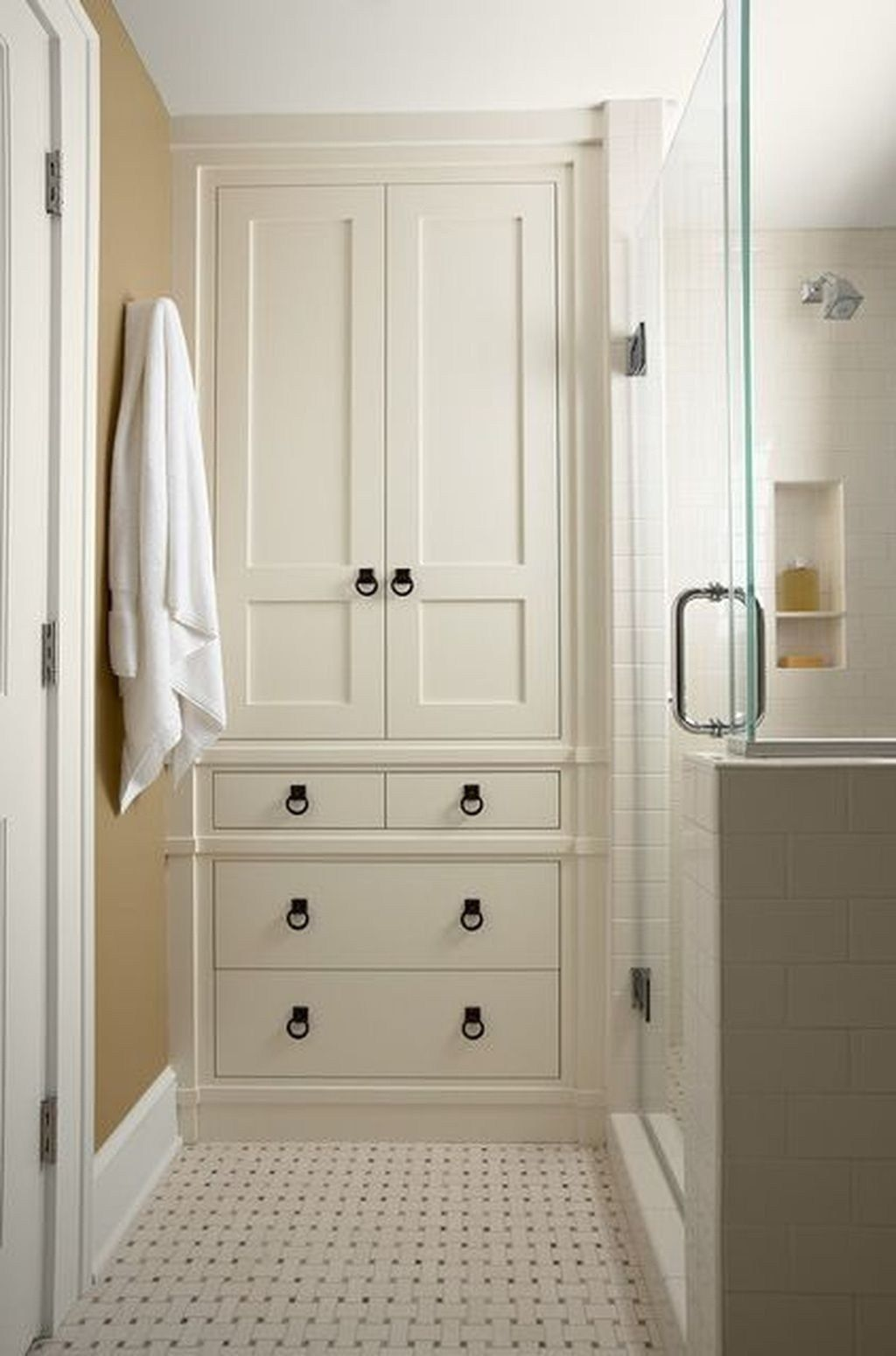 20 Elegant And Simple Bathroom Designs For Small Spaces Bathroom Closet Designs Simple Bathroom Bathroom Tall Cabinet