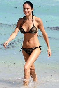 Morena Baccarin Bikini Nude Photos 47