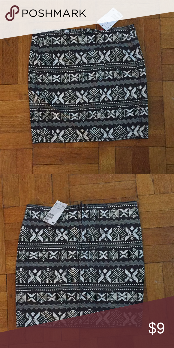 9f3f02cb93 H&M black and white tribal mini skirt I'm also on Vinted and ♏️ercari  (better shipping prices) Size: 4 H&M tribal mini skirt with stretch Never  worn H&M ...