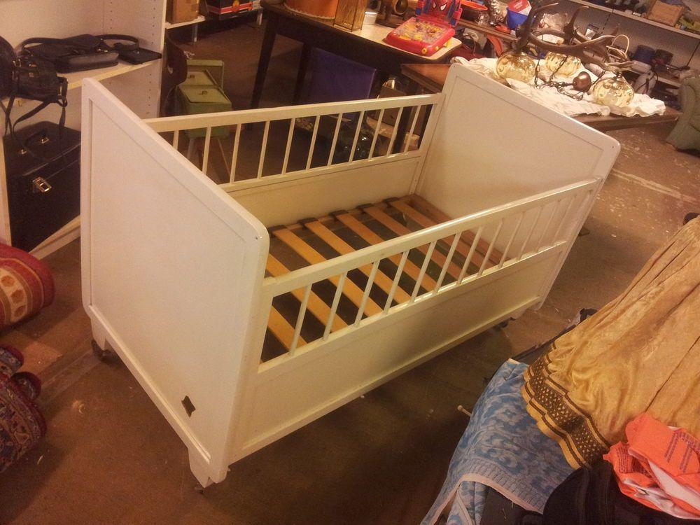 antik kinderbett gitterbett babybett holz wei shabby chic. Black Bedroom Furniture Sets. Home Design Ideas