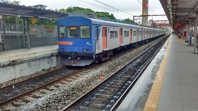 4400 em Calmon Viana com destino a estação de Guaianases. Linha 11 Coral