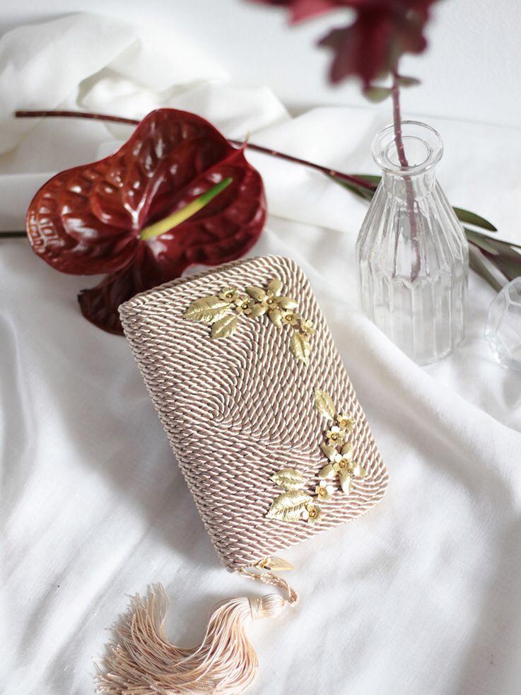 f05140d48 Bolso de fiesta Jimena *FLOWERS* | Realizado en cordón de seda y adornos