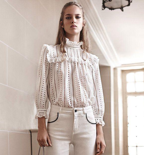Blouse romantique chic en broderie anglaise avec col volanté et jean blanc  : http:/
