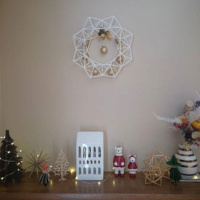 昨年は黒ストロー中心で存在感抜群でしたが今年は念願のURBANIAもお迎えしたので白ストロー&麦わらでこんな感じにしてみました  #インテリア#クリスマス #ヒンメリ#kana_himmeli  #麦わら#ストロー#リース #kahler #urbania #omaggio  #lovi #ムーミン#ぽれぽれ動物  #ドライフラワー#lotusflower