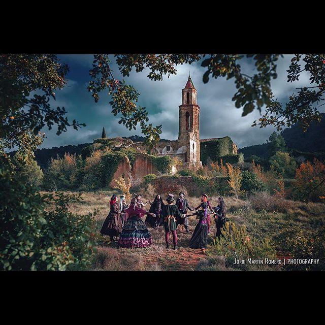#aquelarre #steampunk #witches #marmellar #tarragona #abandoned #urbex #church #old #landscape #outdoors #magic #circle #colorful #dark #stylism #models #abandonedplaces