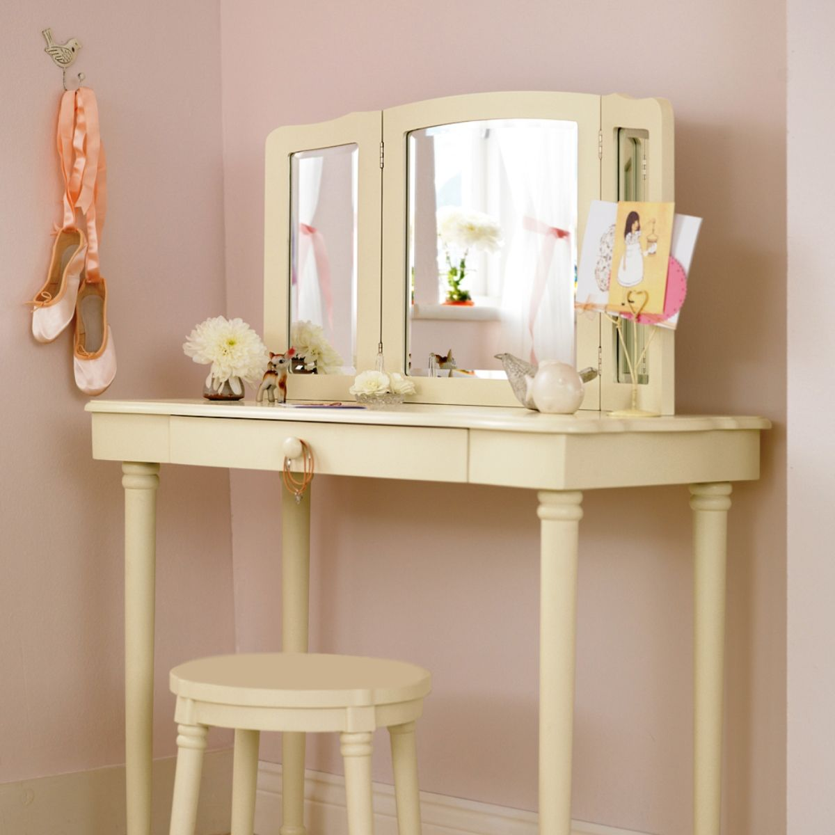 Small Makeup Vanity with Mirror