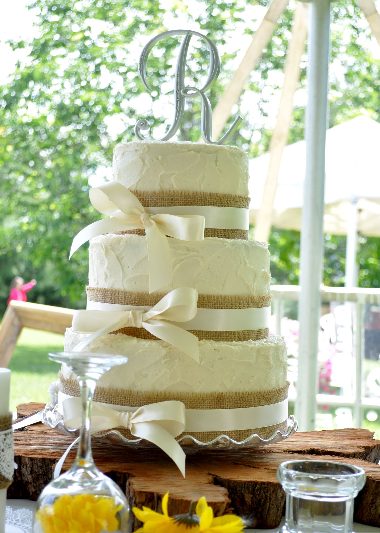 Round Wedding Cakes Rustic style wedding cake with
