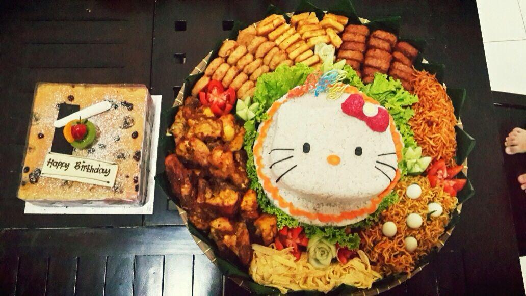 Hello kitty tumpeng !! Lucuuuuuuuu