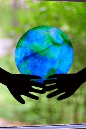 "He's Got the Whole World in His Hands: Coffee Filter ""Stained Glass"" Earth - I Can Teach My Child!"