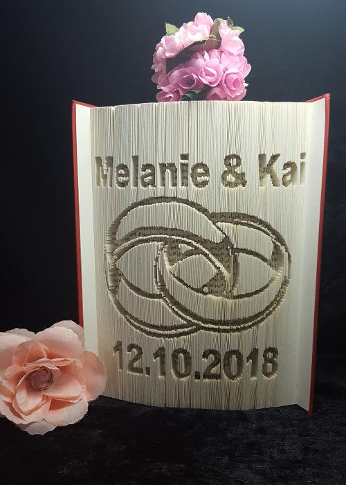 Ein Bierkrug Mit Ringe Motiv Als Geschenk Zur Hochzeit