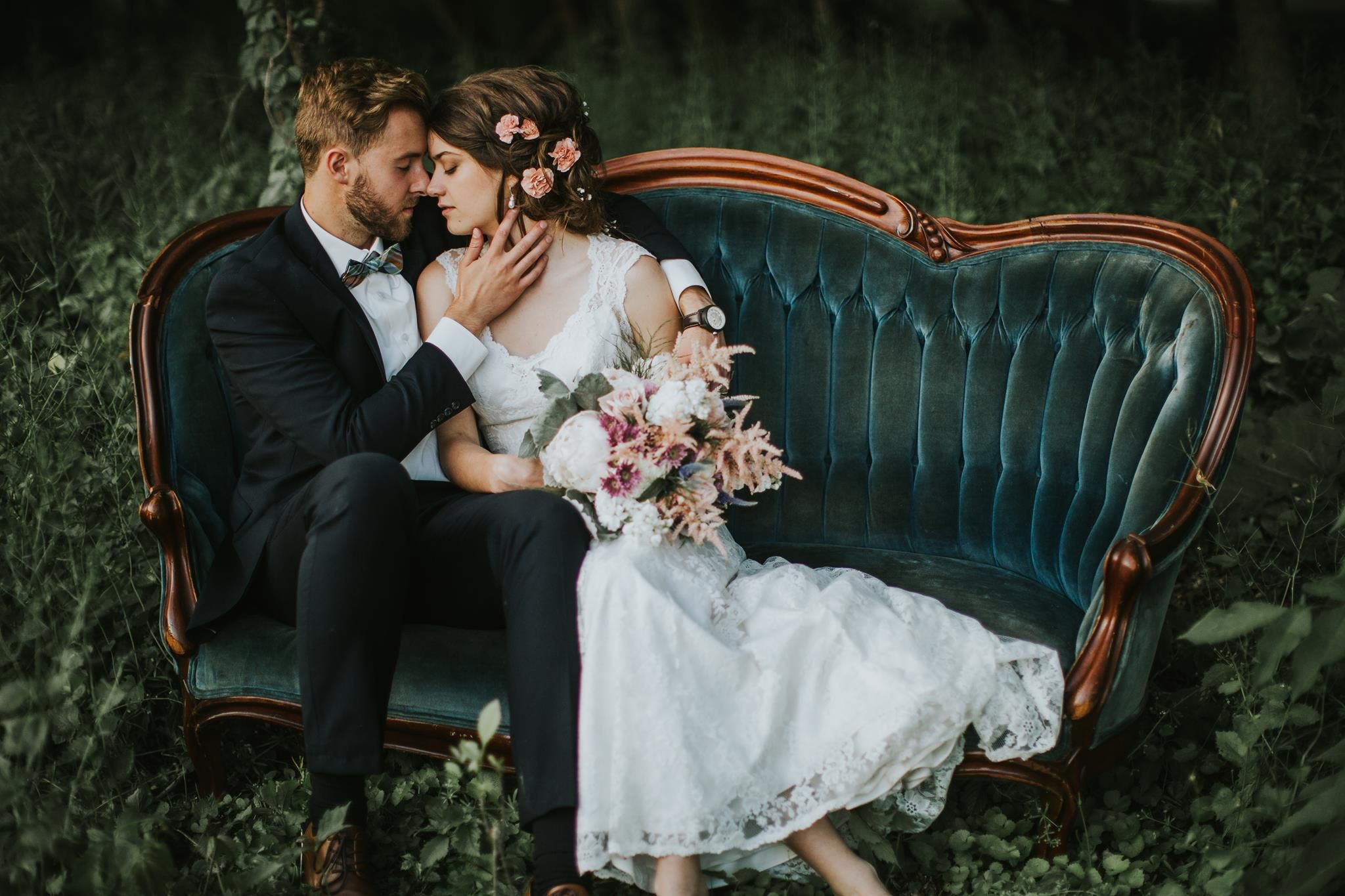 Because Whenever Was A Vintage Sofa In A Forest Ever A Bad Idea Vintage Wedding Romantic Wedding Photography Poses Wedding Poses