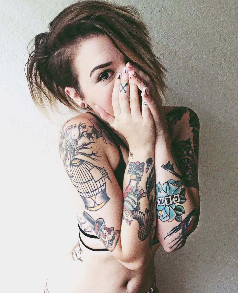 Beautiful female tattoo - what to chop and where to place the picture 70