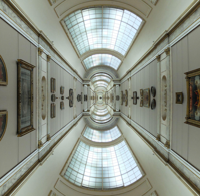 louvre_hallway_symmetry.jpg (1500×1466)