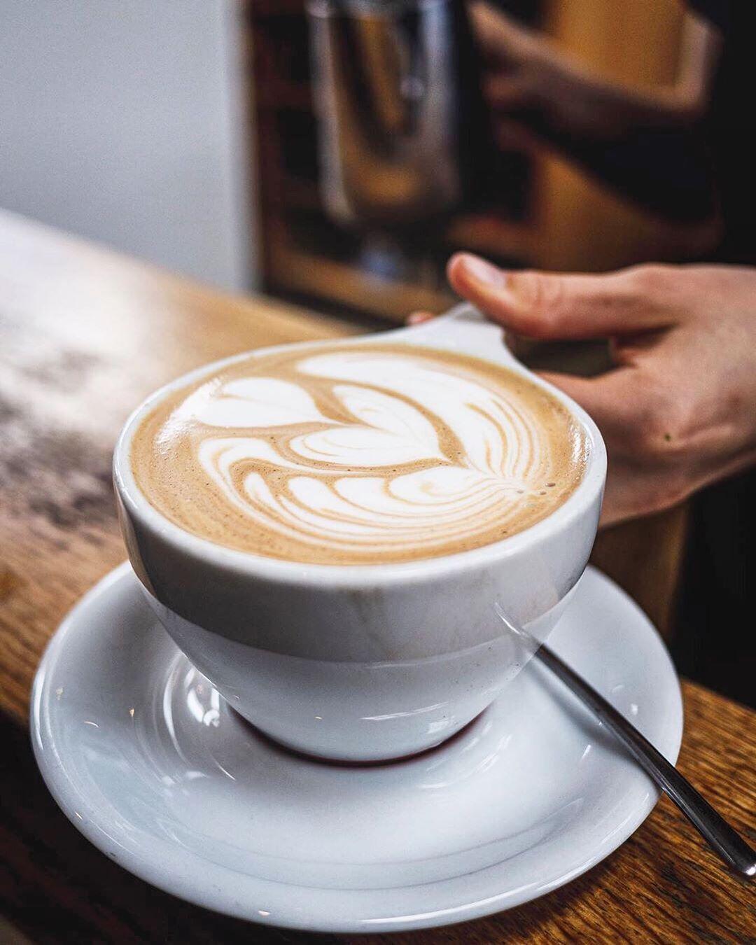 Monday mocha fix 😍📷 @j_0_v_3_n_ #Regram via @intelligentsiacoffee | Mocha, Latte
