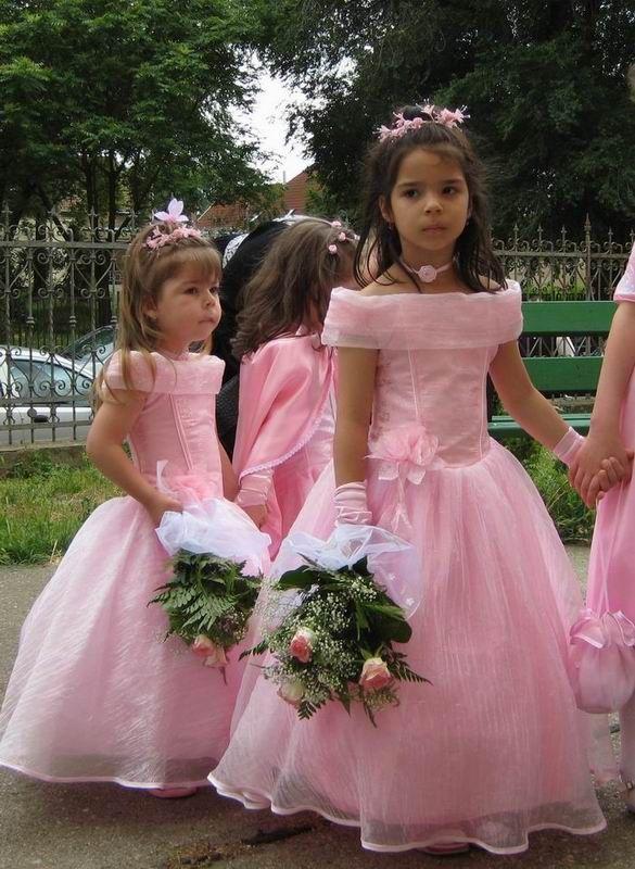 Gyermek koszorúslány ruhák - SISSY RUHAKÖLCSÖNZŐ    Szép ruhák a fontos  napokra    táncruha 55d8c72382