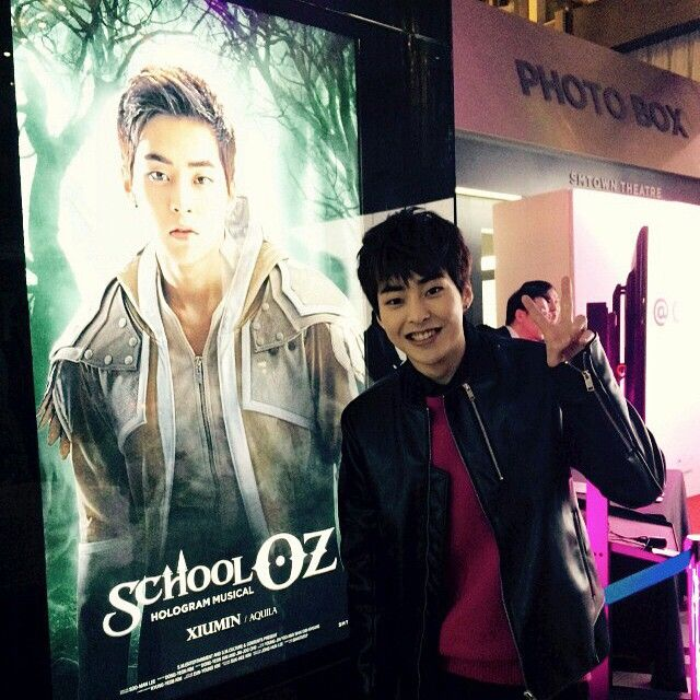 "141220 Xiumin [INSTAGRAM] Update ""짜잔~~드디어 나왔다! 홀로그램 뮤지컬 'School OZ'"" /English translation ""Tadaaa~~ It finally came out! Holigram Musical 'School OZ'"""
