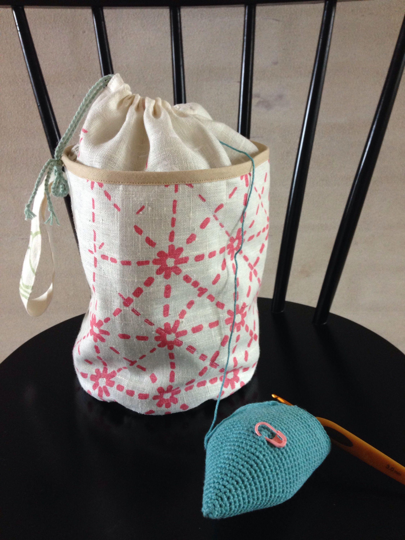 Jeg er så glad for min hjemmesyet taske til garnnøglerne. Nu er det slut med, at de triller ned på gulvet og bliver snavset til. Og så kan den nemt være i en taske, hvis man skal et sted hen, hvor …