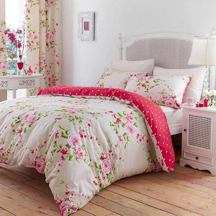 schlafzimmer im shabby chic stil, großes weißes bett, bunte - schlafzimmer ideen weis modern
