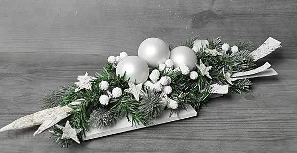Przepiekny Bialy Stroik Swiateczny Sprawdz Opinie I Opis Prod Christmas Floral Arrangements Christmas Arrangements Centerpieces Christmas Flower Arrangements