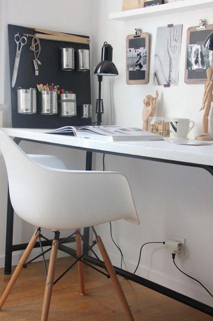 Et si on passait chez moi voir ma table-atelier ? Spaces, Desks