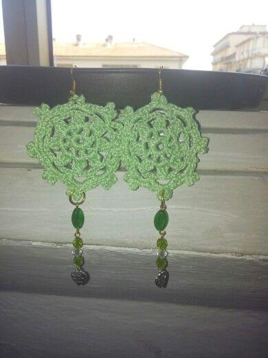 Orecchini verde uncinetto cuore perline