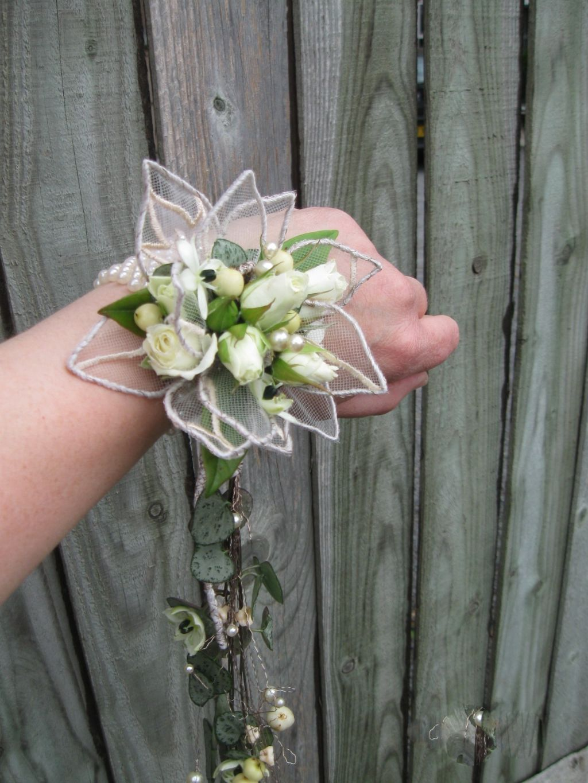 newest e4974 2e170 trailing wrist corsage | دکور in 2019 | Floral design ...