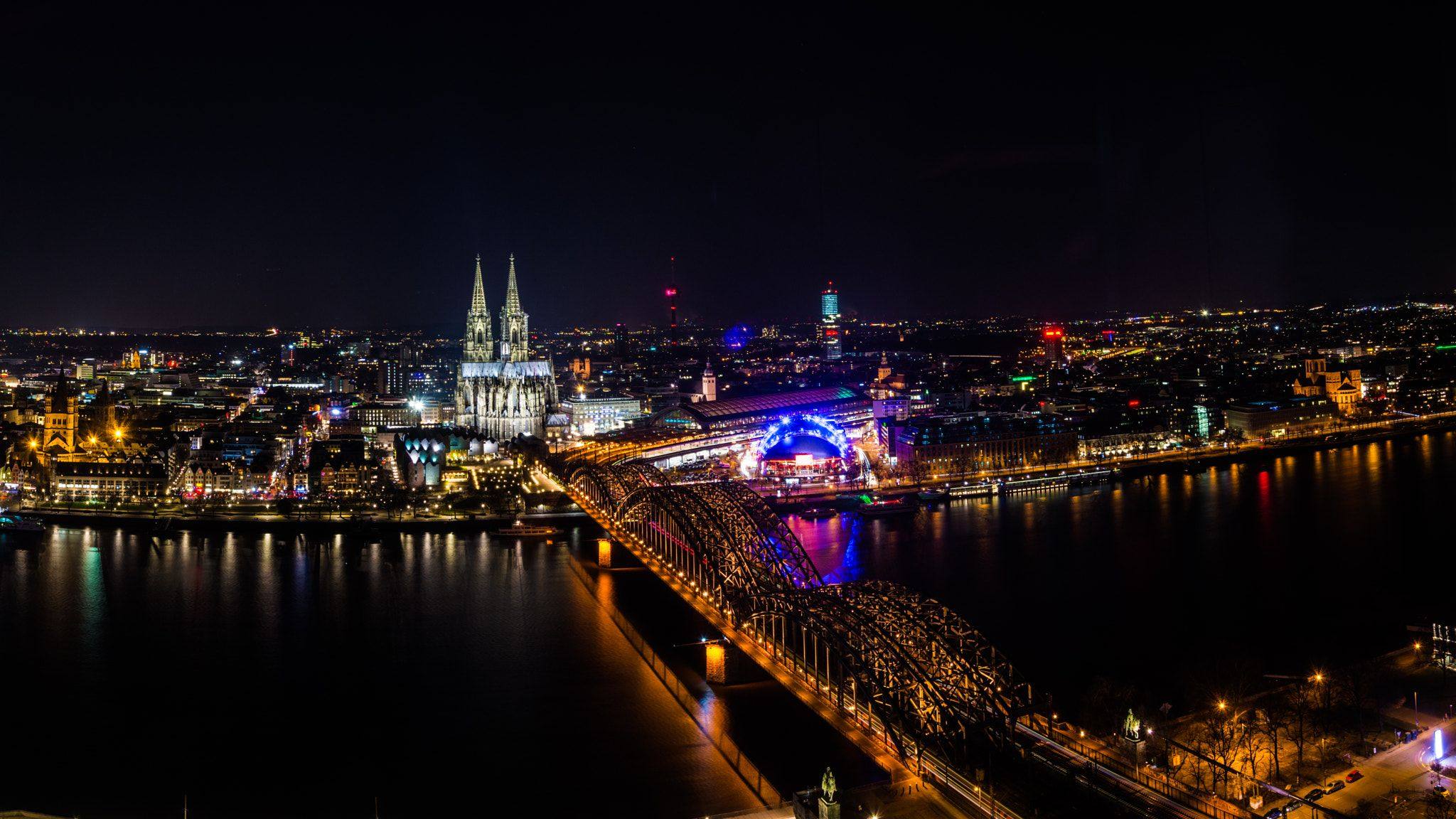 Perroni fotos cologne germany at night women riding