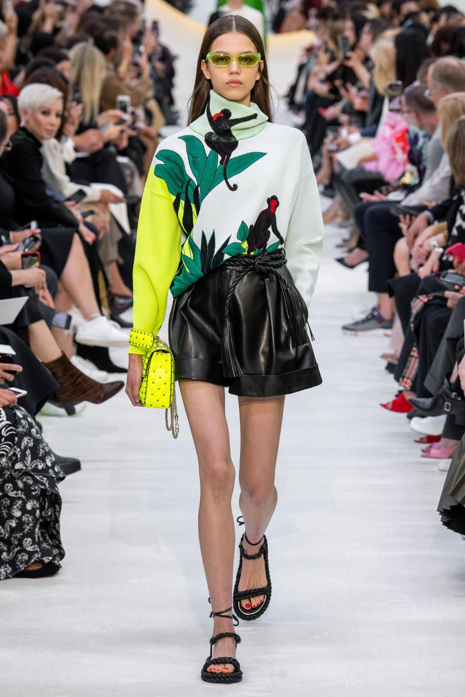 Moschino Spring 2020 Ready-to-Wear Fashion Show | Roupas
