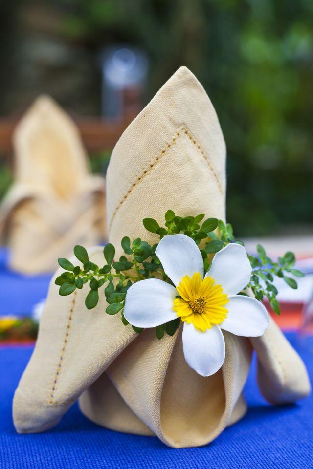How to Make a Beautiful Origami Napkin Rose #foldingnapkins
