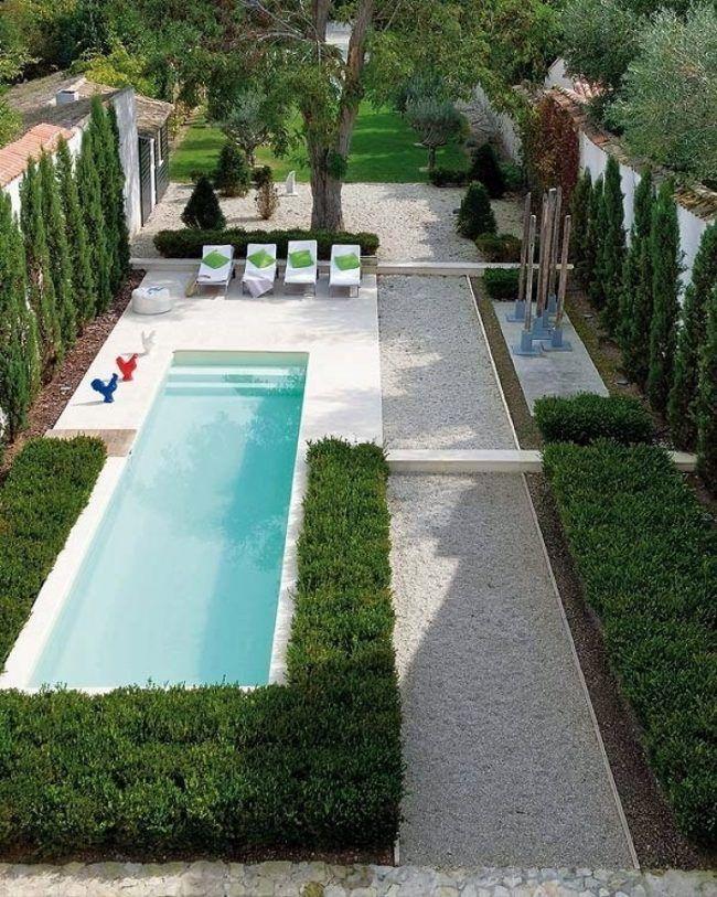 moderne-gartengestaltung-schmales-grundstueck-pool-thuja-baume - moderne gartengestaltung mit pool