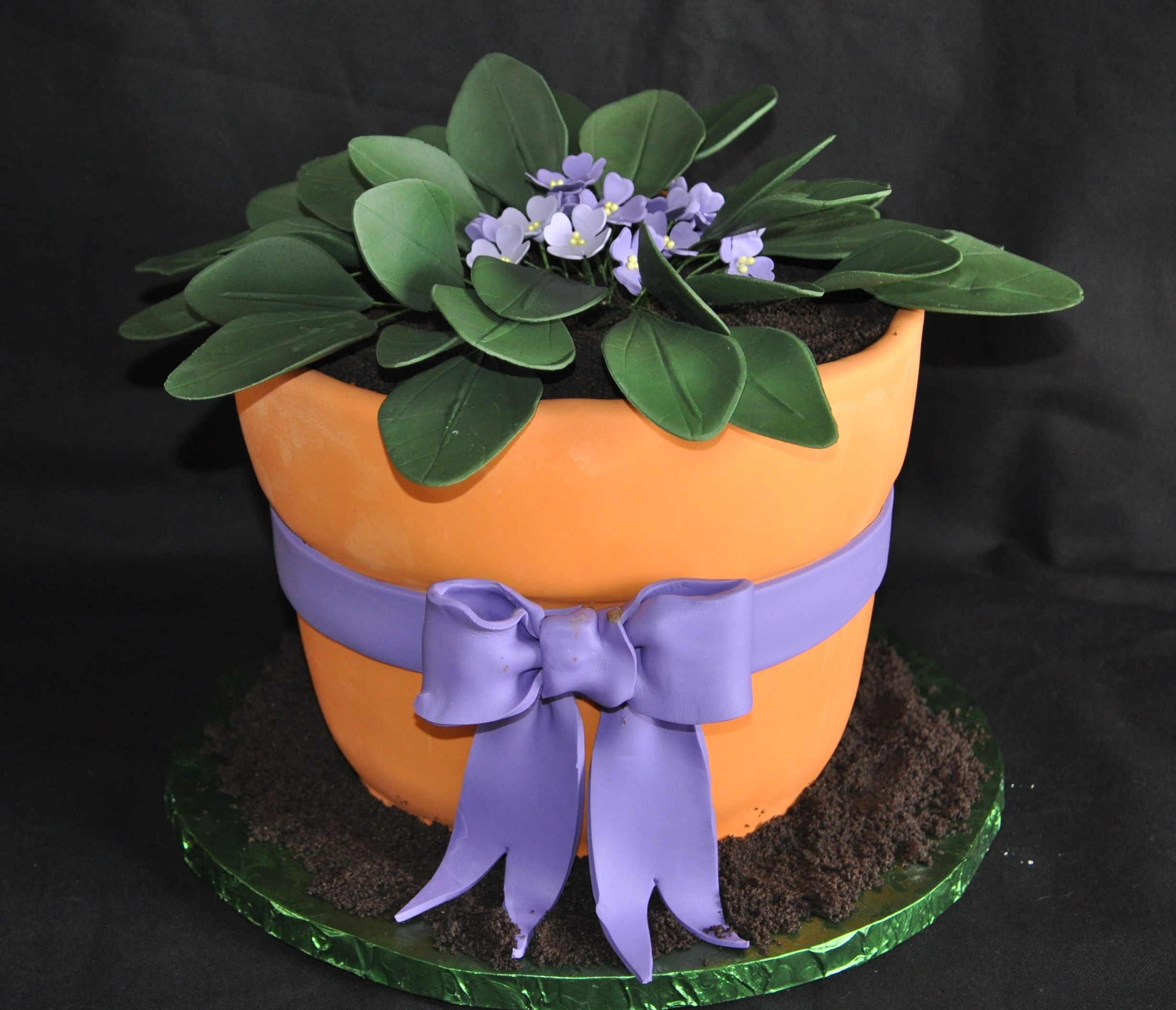 African Violet Cake Gumpaste Leaves And Flowers 1 2 Chocolate 1 2