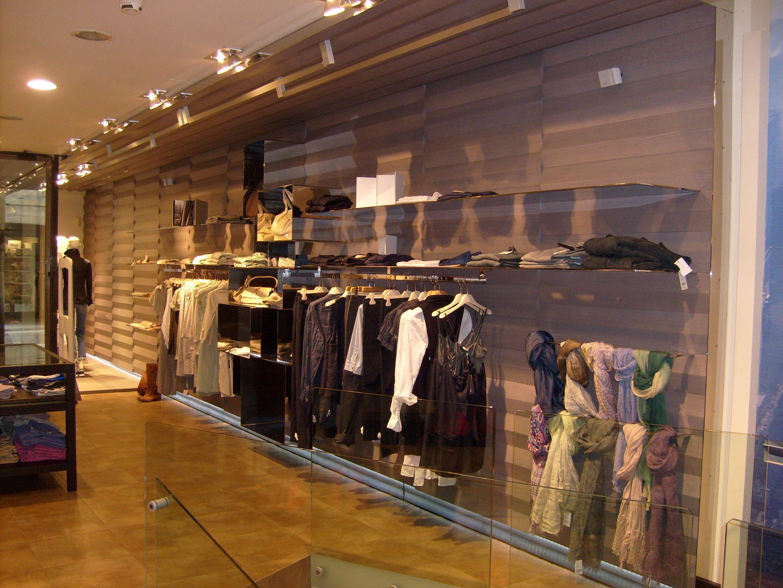 Arredamento negozio abbigliamento majadress belluno arredo