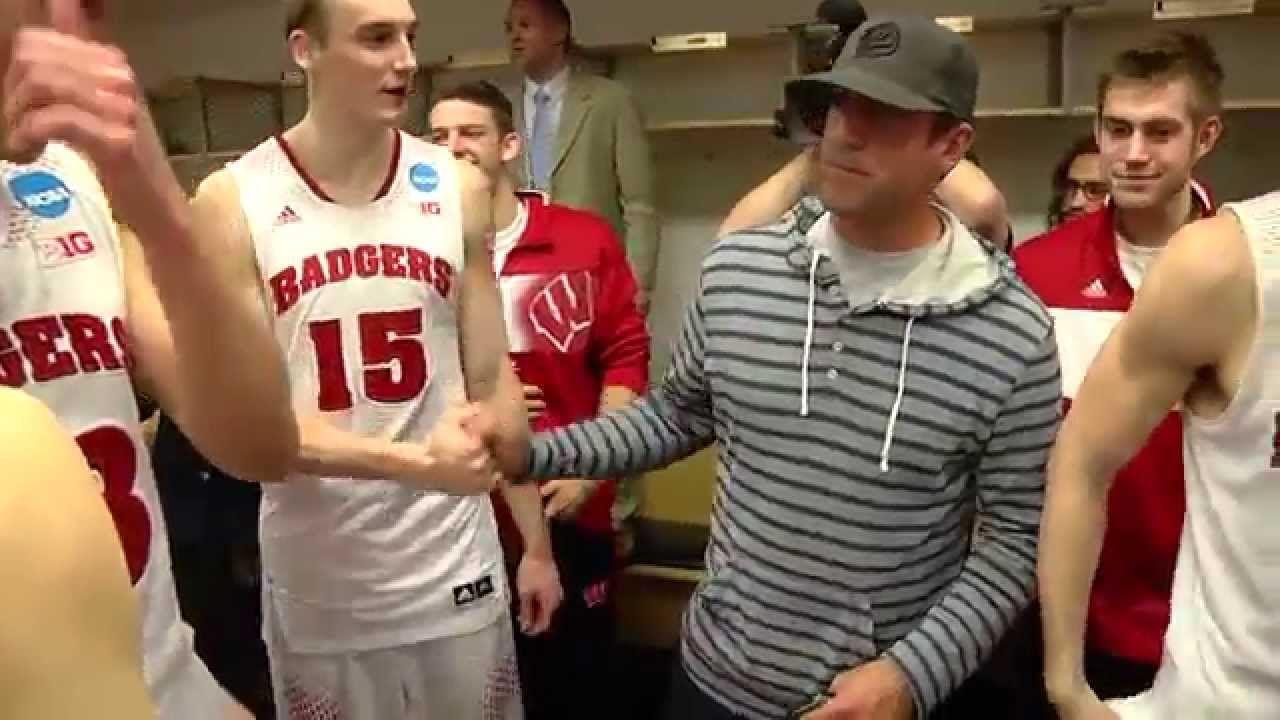 Wisconsin celebrates elite 8 Wisconsin badgers