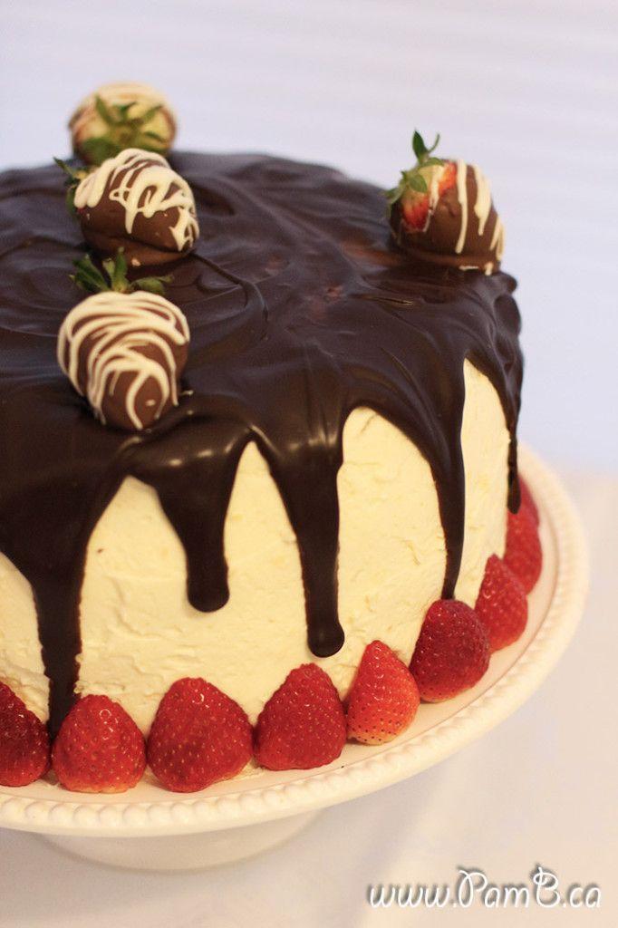 Bolo Tricolor (Tuxedo Cake - Chocolate, Vanilla and Strawberry)